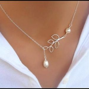 Women's Silver Fashion Leaves Pearl Necklace